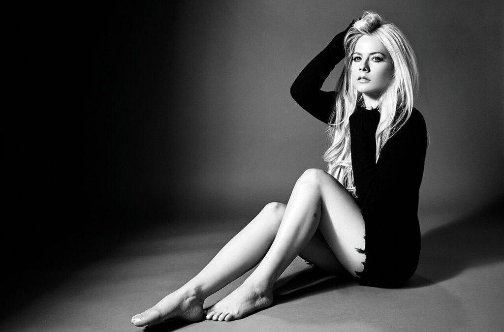 Avril Lavigne annuncia un concerto per combattere la Sindrome di Lyme